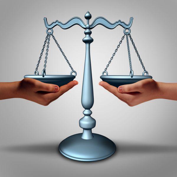 Tussenpersoon wint bij rechtsbijstand terrein op verzekeraar